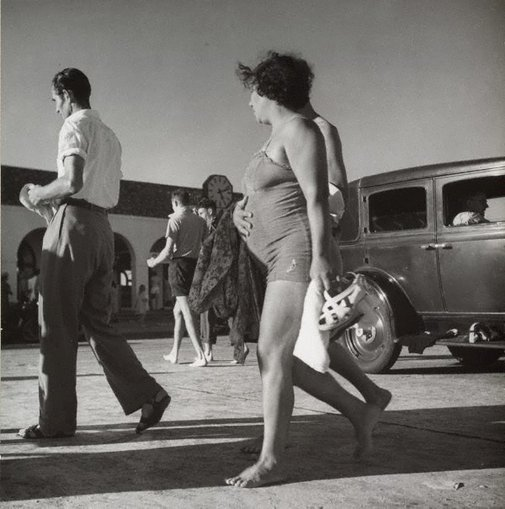 An image of Untitled (bathers, Bondi beach pavilion) by Max Dupain