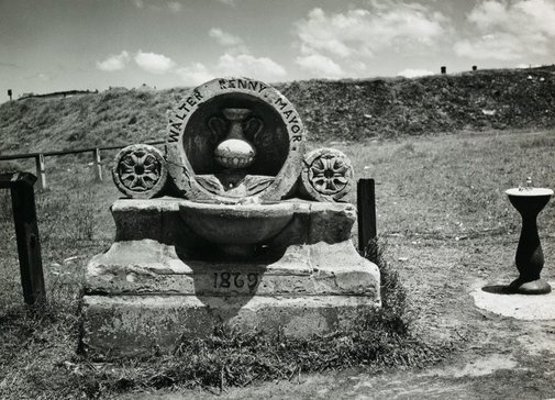 An image of Untitled (Walter Renny memorial) by Max Dupain