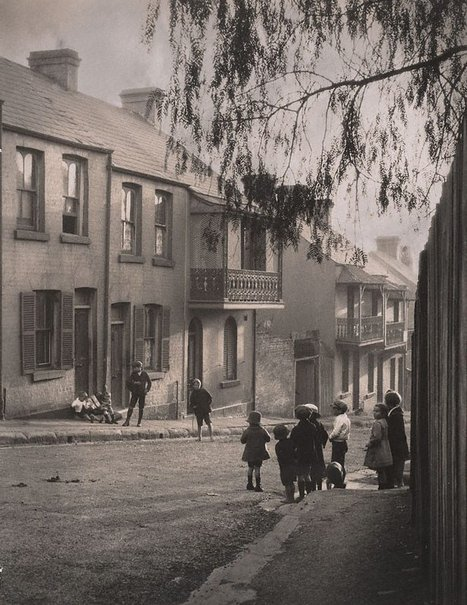 An image of A Surry Hills alleyway by Harold Cazneaux