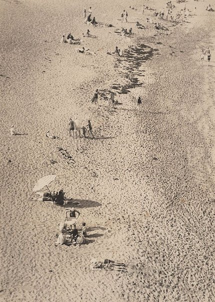 An image of Beach scene, Bondi by Harold Cazneaux