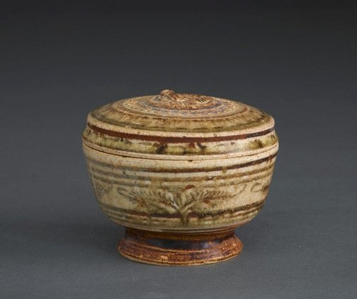 An image of Footed jar with lid and carved decoration, as well as floral and geometric patterning by Sawankhalok ware
