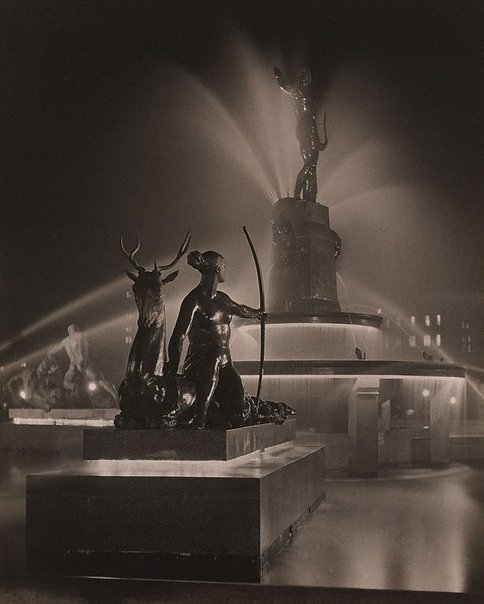 An image of Diana (Archibald Fountain at night) by Harold Cazneaux