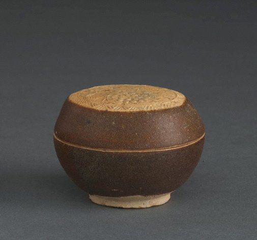 An image of Covered box with carved, floral, biscuit decoration by Guangdong kilns, Export ware (South East Asia market)