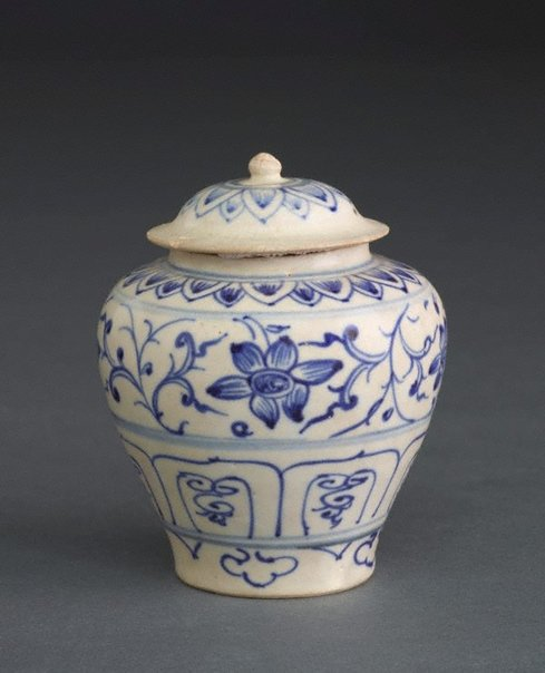 An image of Covered jar with lotus petal and floral designs by Southern kilns, Export ware (South East Asia market)