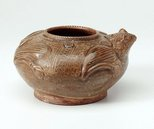 Alternate image of Water pot in form of a frog by Yue ware