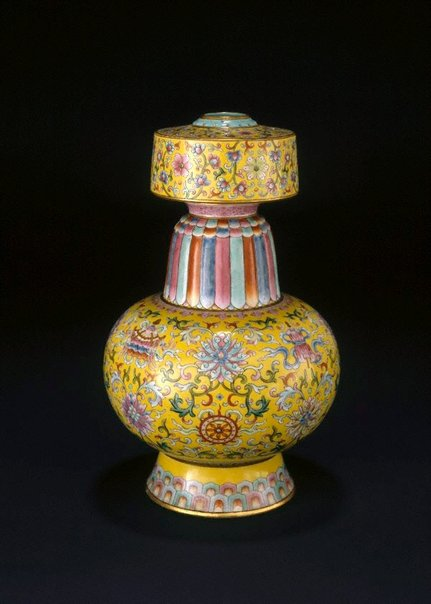 An image of Altar vase by