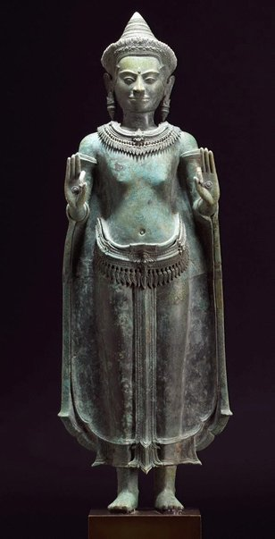 An image of Standing crowned Buddha by