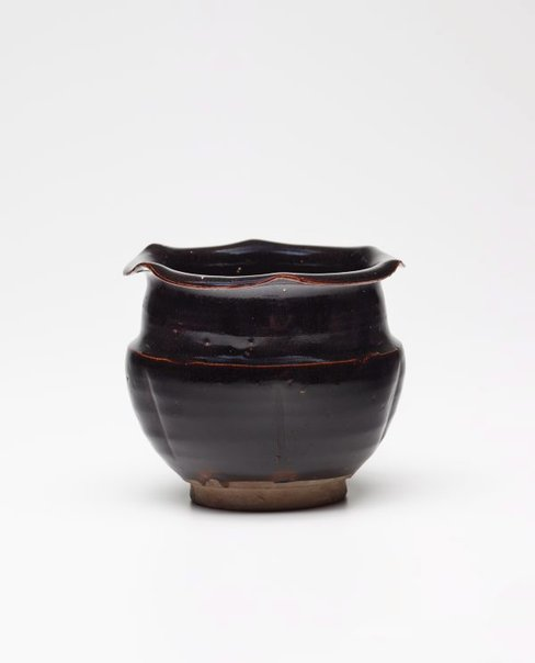 An image of Jar with scalloped rim by Henan Blackware