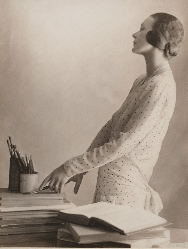 An image of Doris Zinkeisen with her brushes