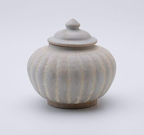 An image of Lidded jar with fluted sides and cover by Sawankhalok ware