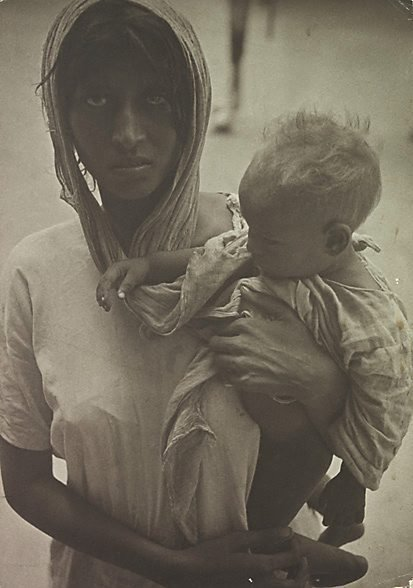 An image of Indian woman and child by Laurence Le Guay