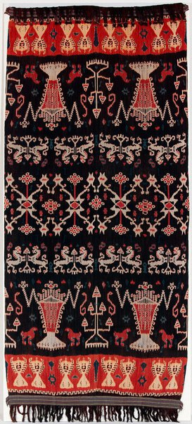 An image of Hinggi (man's shawl) with crayfish and 'coat of arms' design by