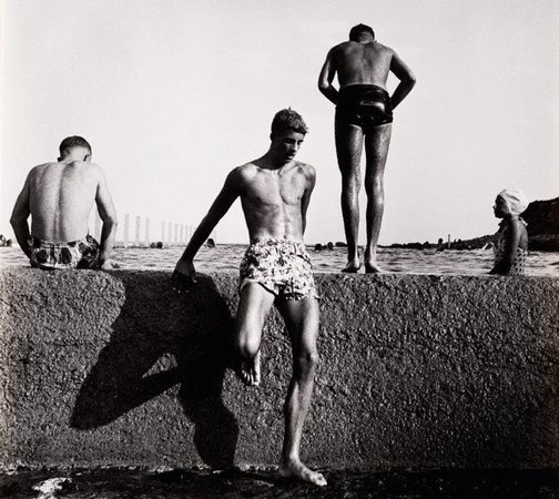 An image of At Newport by Max Dupain