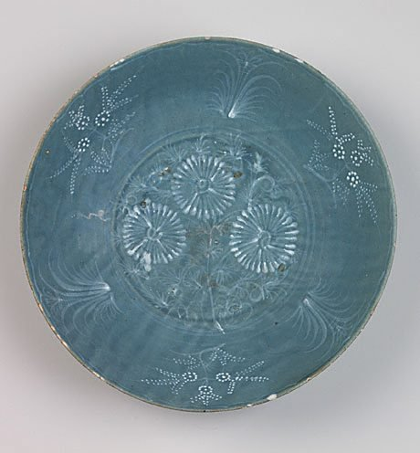 An image of Large dish with floral design