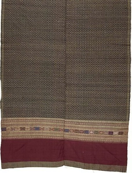 An image of 'Phaa hom' (blanket) with lattice pattern by