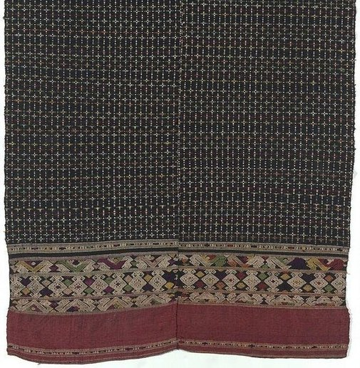 An image of 'Phaa tuum' (shoulder-wrap blanket) with a chequered pattern by