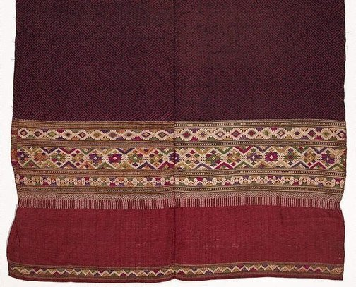 An image of 'Phaa hom' (blanket) with swastika pattern ('kachae') by