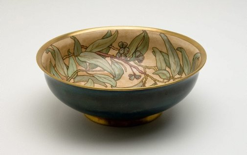 An image of Salad bowl with gumnut and leaf design by Ethel Atkinson