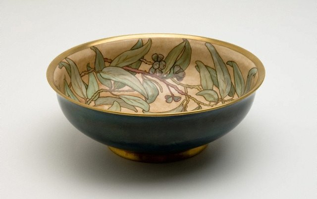 An image of Salad bowl with gumnut and leaf design