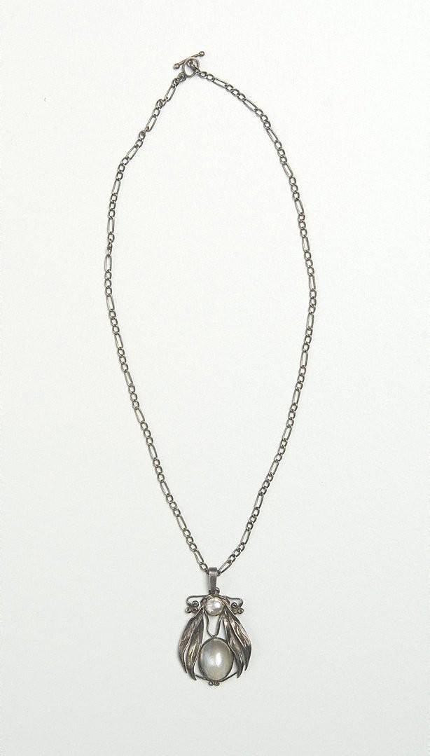 An image of Gumleaf pendant and chain