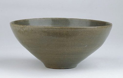 An image of Bowl with flower design on interior by
