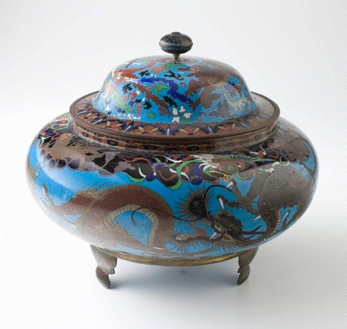 An image of Covered jar with design of dragons and other imaginative animals by Meiji export crafts