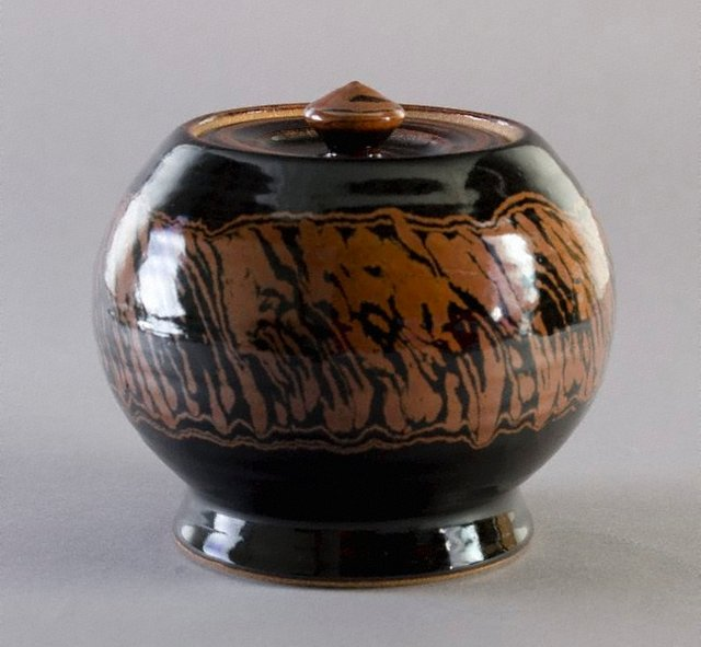 An image of Lidded urn with tenmoku and iron glazes