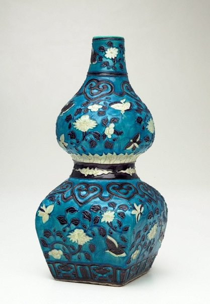 An image of Gourd-shaped bottle with design of butterflies by Fahua ware