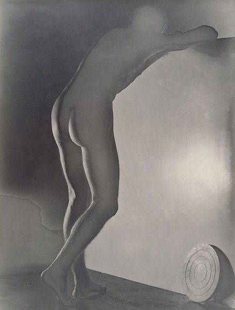 An image of Untitled (leaning nude with discus) by Max Dupain