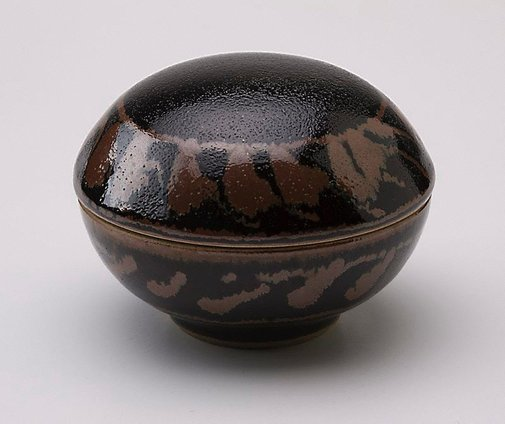 An image of Medicine box with tenmoku glaze and iron glaze decoration by SHIGA Shigeo