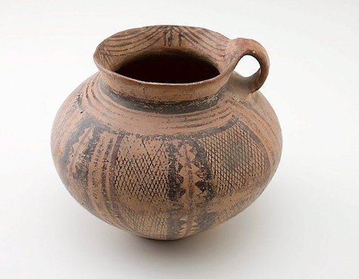An image of 'guan' (jar with handle) by