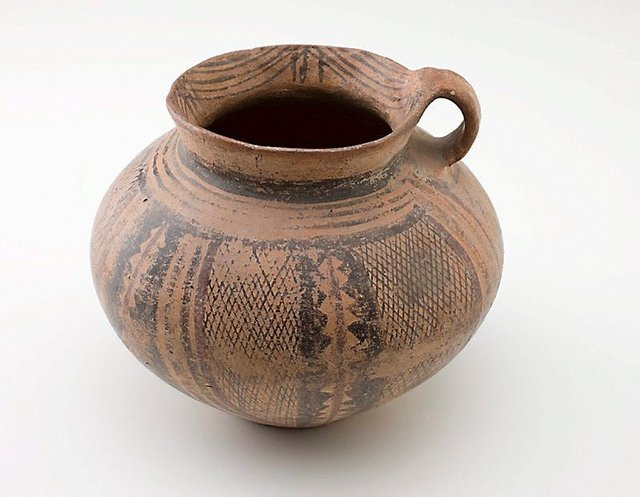 An image of 'guan' (jar with handle)