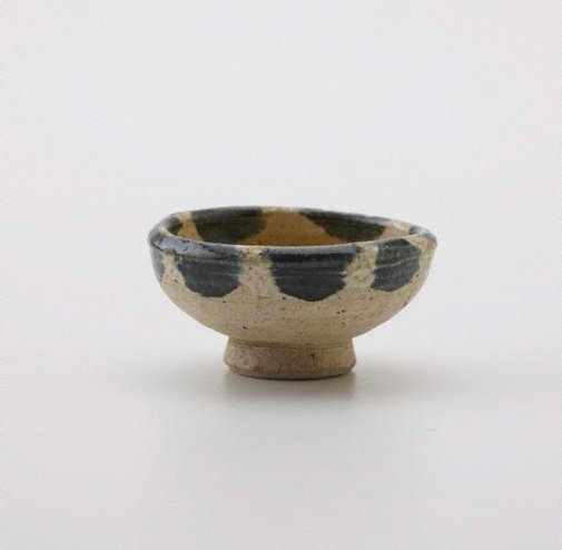 An image of Small bowl on circular foot by
