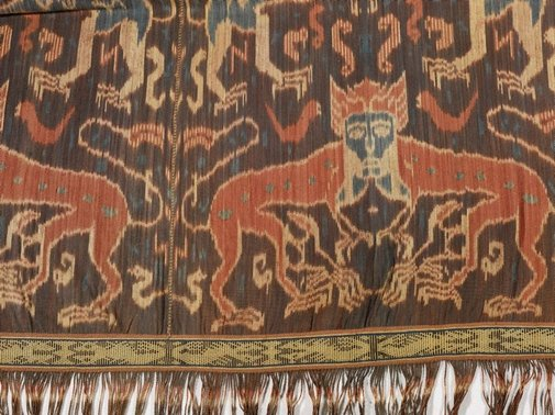 An image of man's shawl or mantle ('hinggi') with design of heraldic lions by