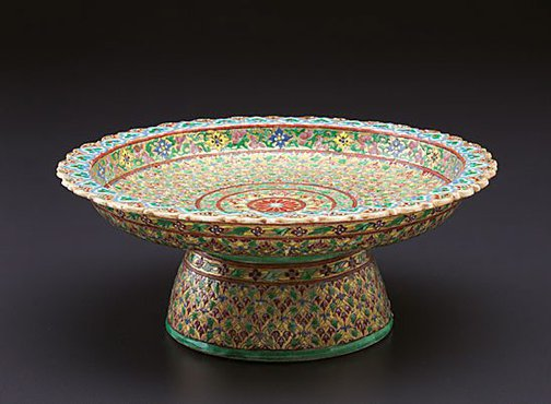 An image of Tazza by Bencharong ware
