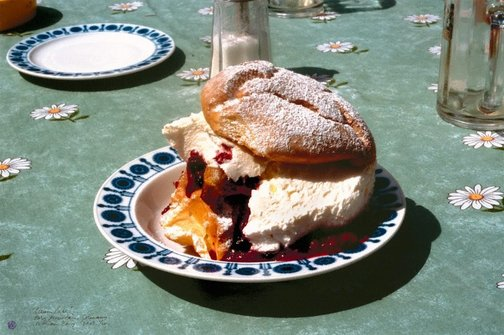 An image of Cream Cake, Germany by William Yang