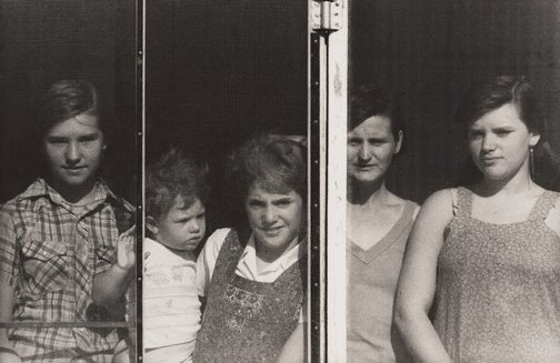An image of Summer Field family, Warri Warri Gate, New South Wales by Philip Quirk