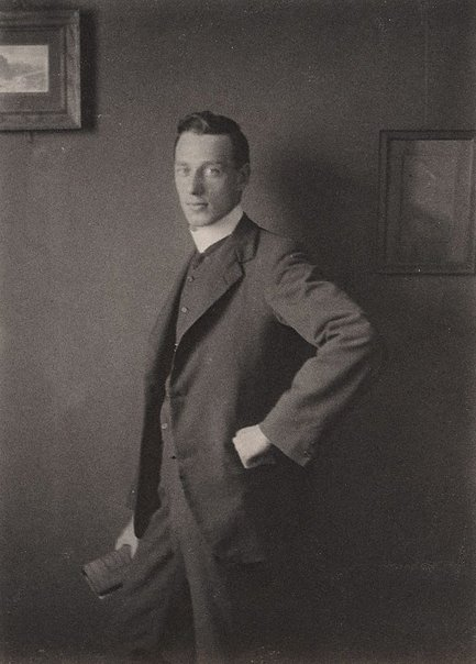 An image of Untitled (Unidentified man) by Harold Cazneaux