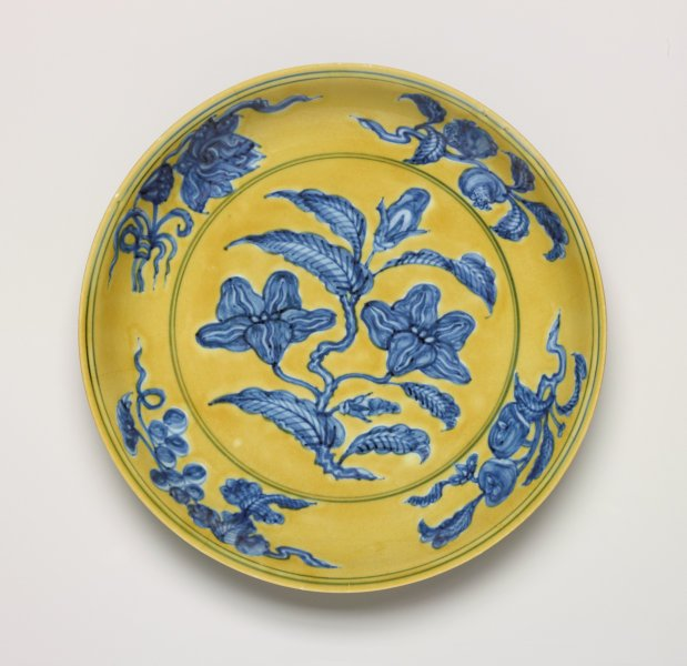 An image of Dish with gardenia spray design