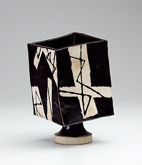 An image of Black glaze square jar by SUZUKI Osamu
