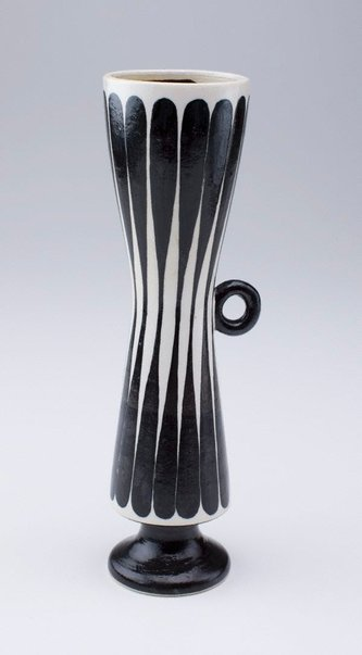 An image of Thin bottle with black lines by SUZUKI Osamu