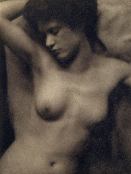 An image of Torso 1907, from Camera Work, no 27, July 1909 by Clarence H White, Alfred Stieglitz