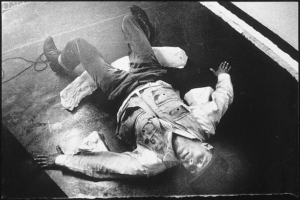 An image of Joseph Beuys in the Action 'Mainstream'