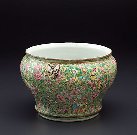 An image of Spittoon by Lai Nam Thong