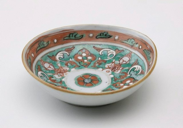An image of Bowl decorated with thepanom and norasingh