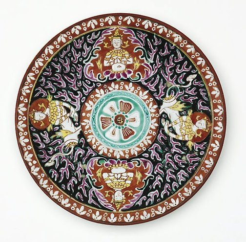 An image of Dish decorated with two 'thepanom' and two 'norasingh' by Bencharong ware