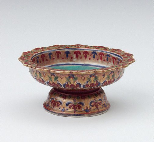 An image of Tazza decorated with floral motifs by Bencharong ware