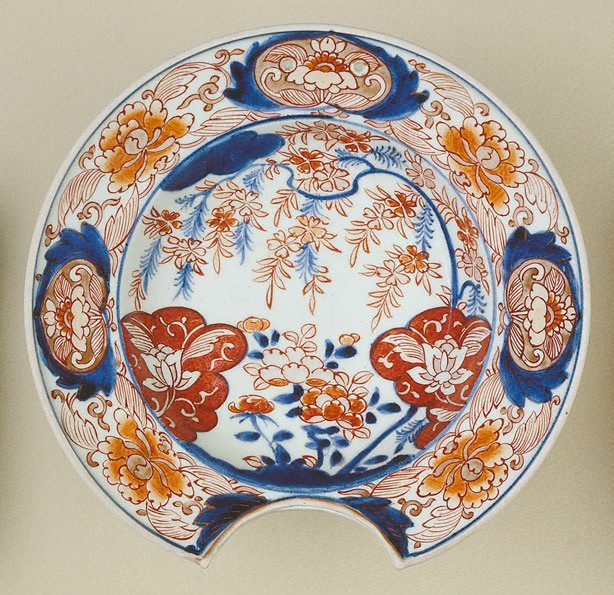 An image of Shaving dish with flower design