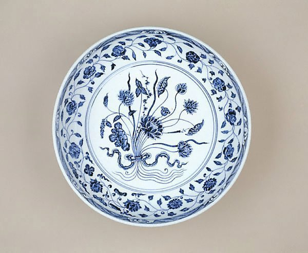 An image of Dish with bouquet design