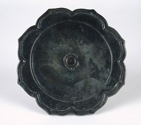 An image of Bronze mirror (foliate shape)
